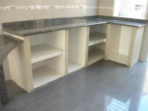 Cocina empotrada en ceramica al mejor poecio c a for Cocinas de concreto forradas de azulejo